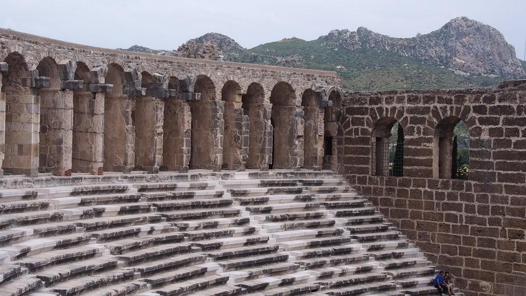 آسپندوس رویینز و تئاتر