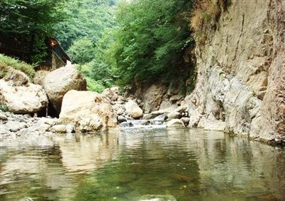 آبشار لار چشمه