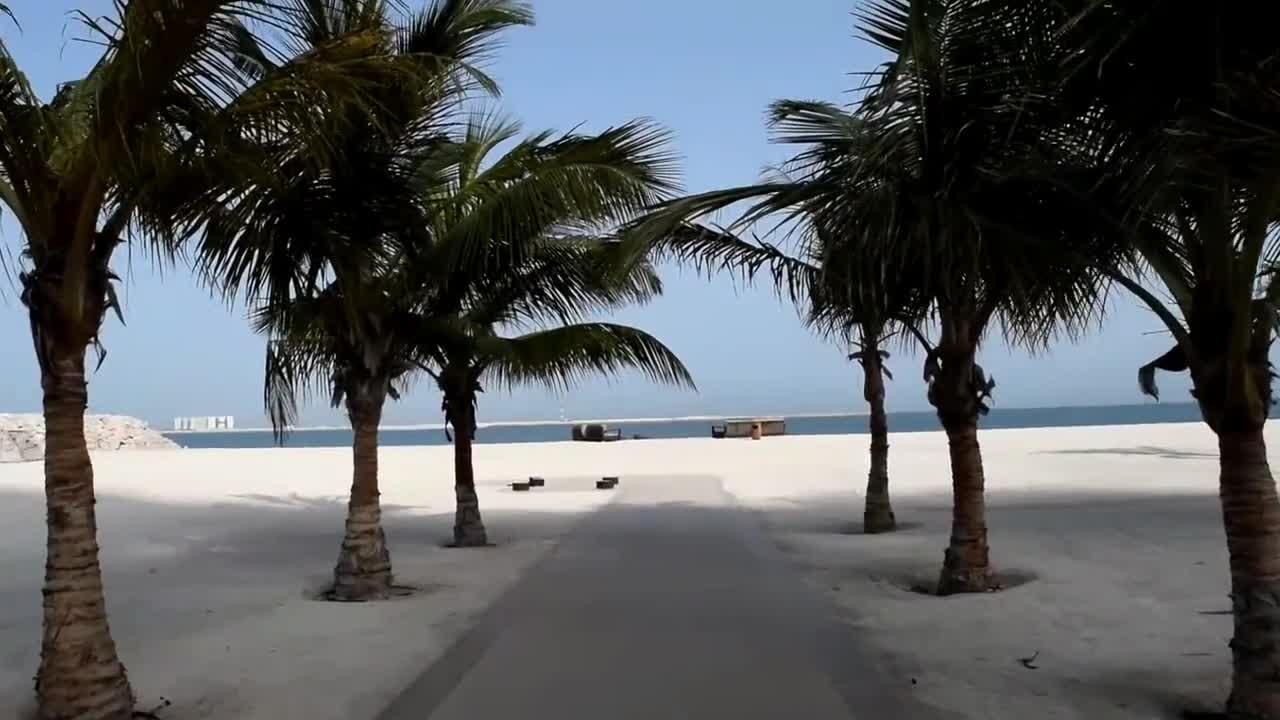 گشت صبحگاهی در ساحل اختصاصی هتل والدورف آستوریای راس الخیمه