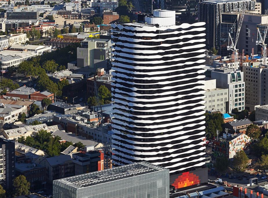 ساختمانی که نمای آن یک صورت است!