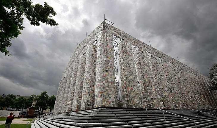 بنای تاریخی که با کتاب ساخته شده است 