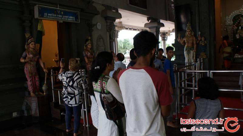 عبادت هندی ها در عبادتگاه بالای پله ها