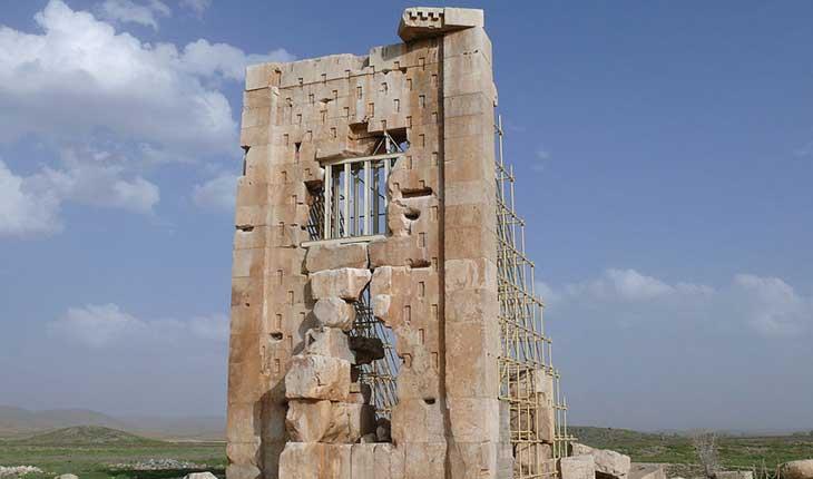 رمزگشایی از کاربرد برج سنگی در محوطه میراث جهانی پاسارگاد