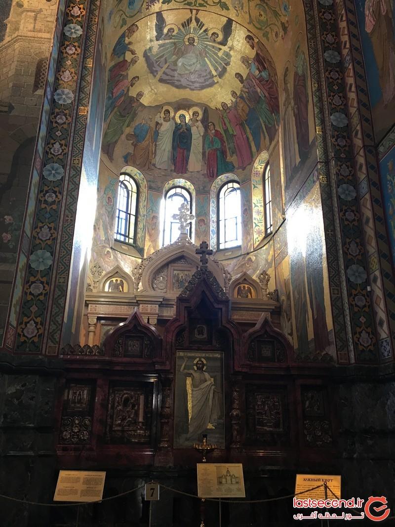 فضای داخلی کلیسای ناجی در خون تپیده