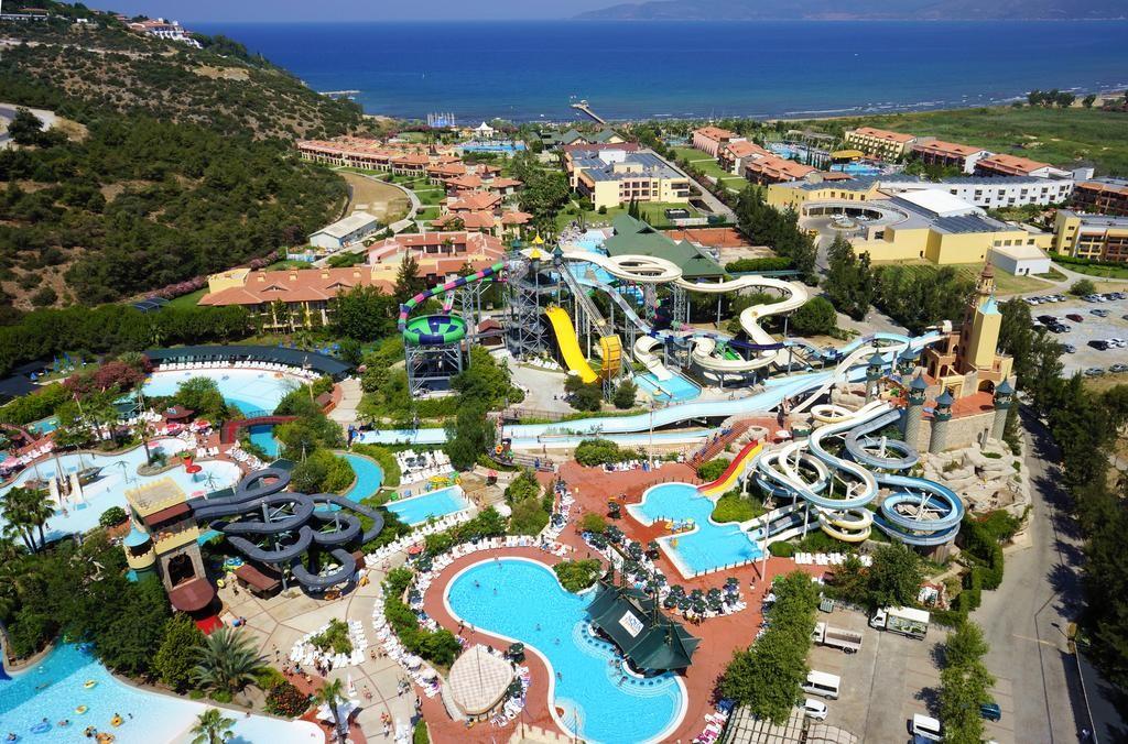 آکوا فانتاسی آکوا پارک هتل اند اسپا