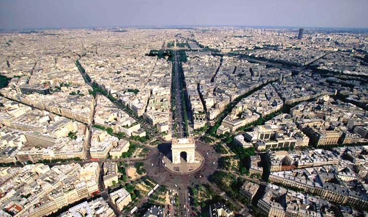 5 چیز که نباید در خیابان شانزلیزه پاریس از دست بدهید 
