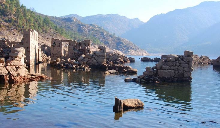 شهری باستانی که هرازگاهی از دل آب ها بر می خیزد!