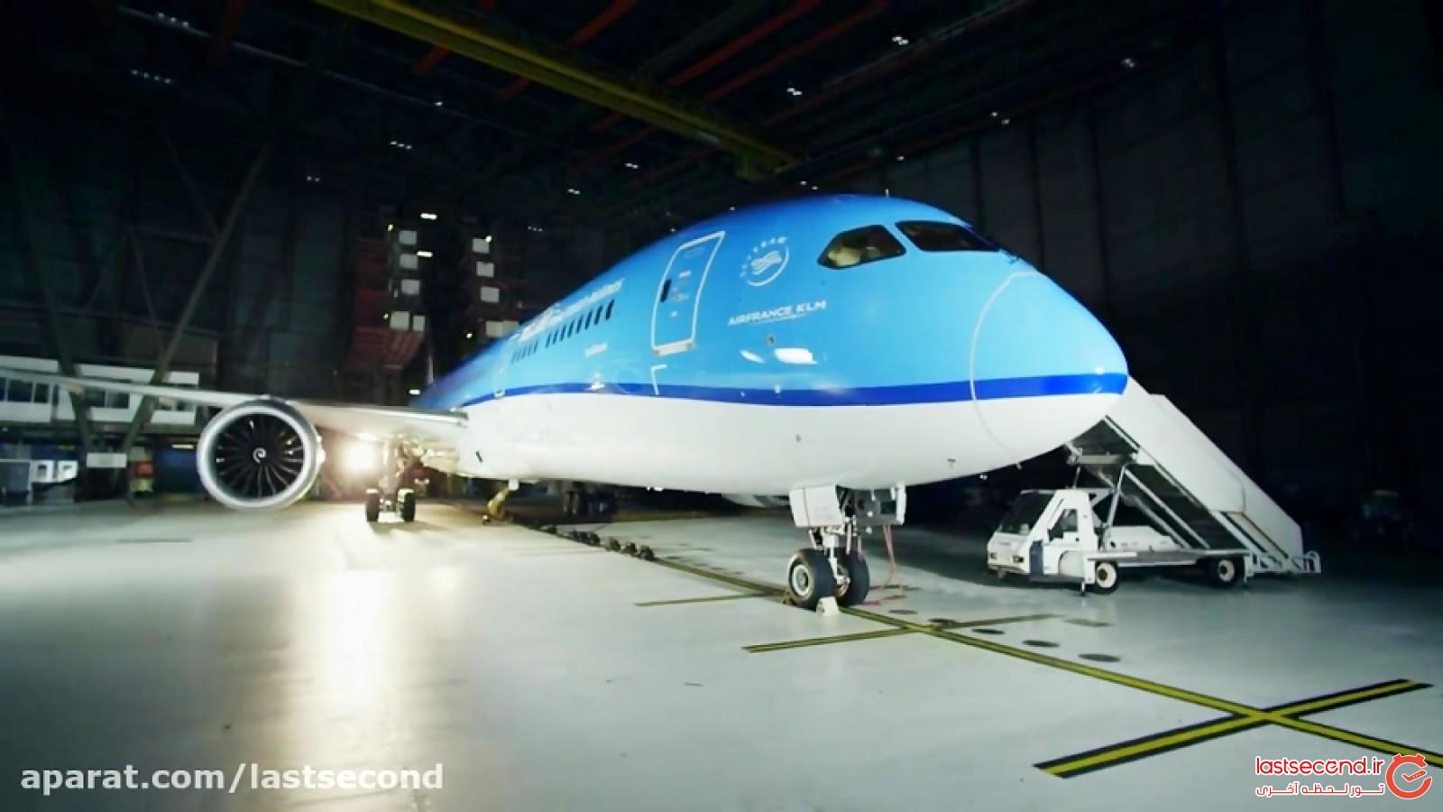 باز کردن هواپیمای نو (آنباکسینگ)