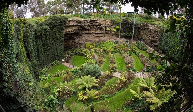 باغی بهشتی که در یک گودال مخفی شده است!