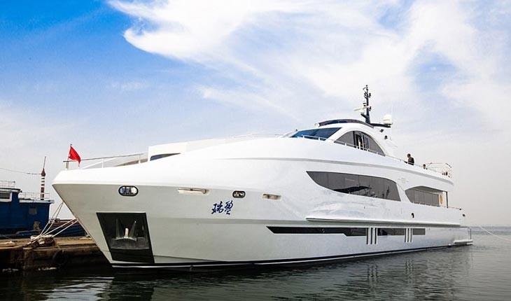 """با قایق تفریحی """"جکی چان"""" سفر کنید"""