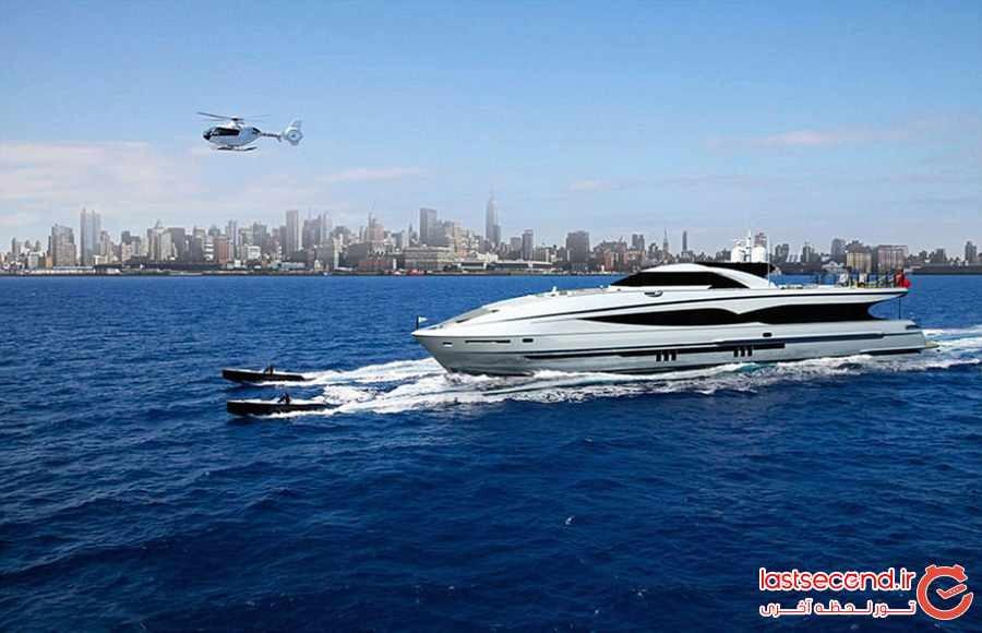 با قایق تفریحی