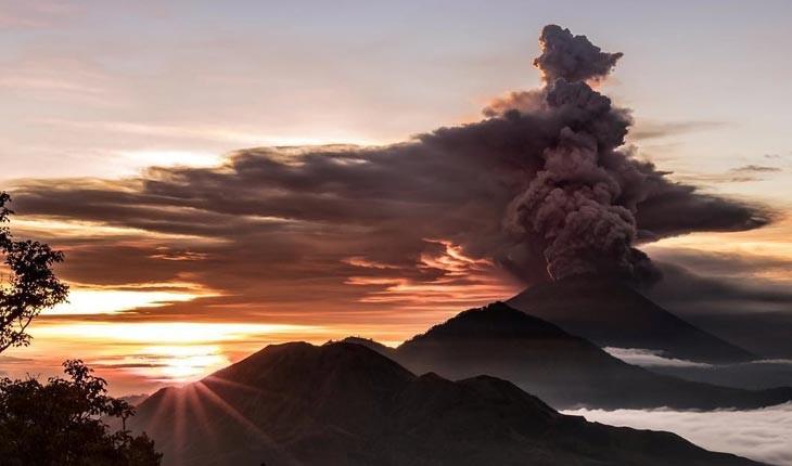 فوران آتشفشان منجر به بسته شدن فرودگاه بالی شد