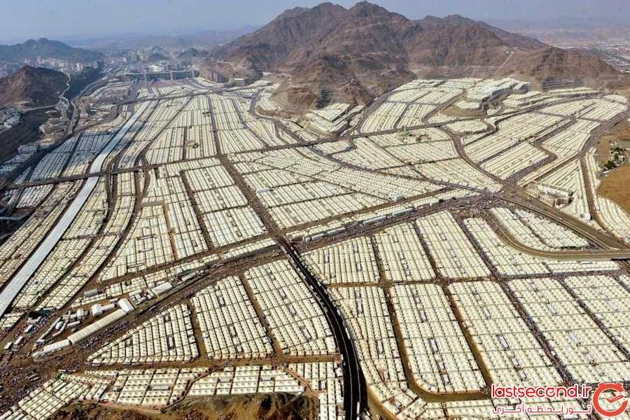 هزاران چادری که زائران مسلمان را در منا نزدیک شهر مکه جای داده اند.