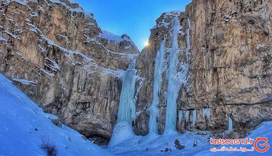 به تماشای آبشار یخی در البرز بنشینید