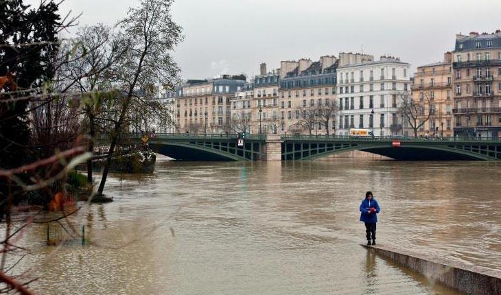 پاریس غرق در آب 