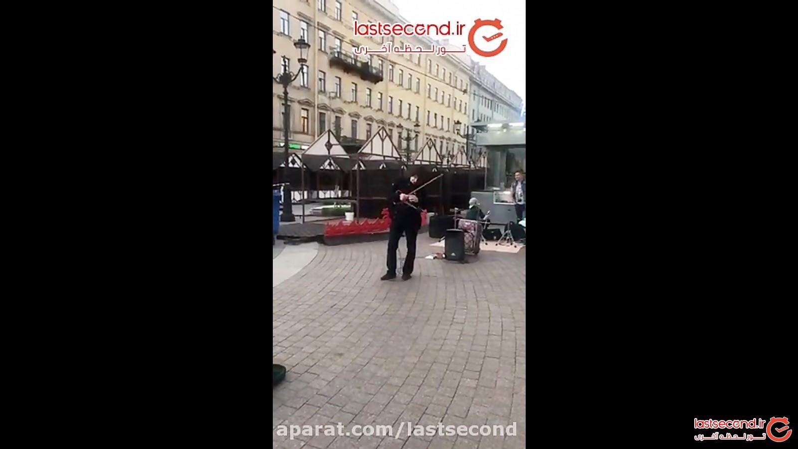 اجرای نوازنده خیابانی فوق العاده در سن پترزبورگ