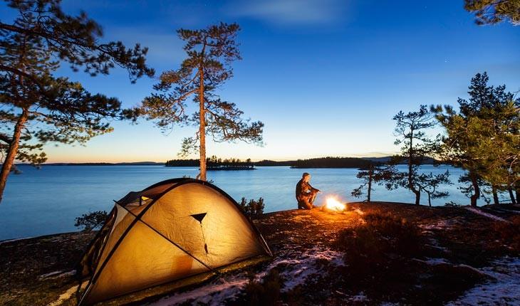 10 وسیله ای که هنگام چادر زدن به آن ها نیاز خواهید داشت