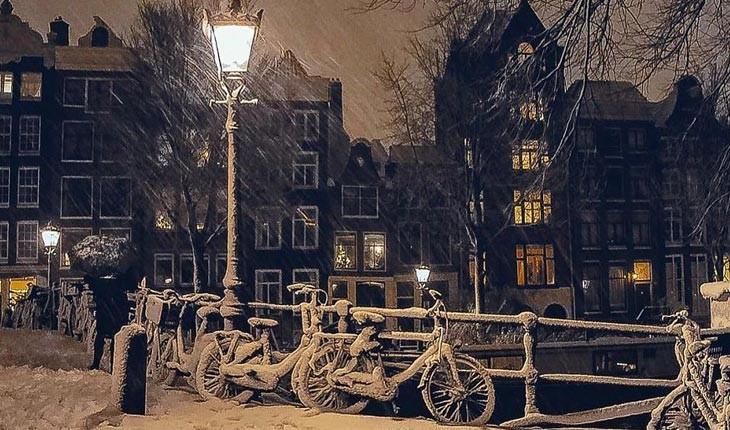آمستردام پوشیده از برف 