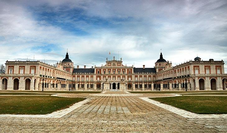 کاخ سلطنتی آرانخوئز ، کاخی باشکوه و باعظمت در نزدیکی مادرید 