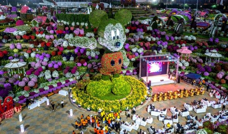بزرگترین مجسمه میکی موس در دبی رونمایی شد