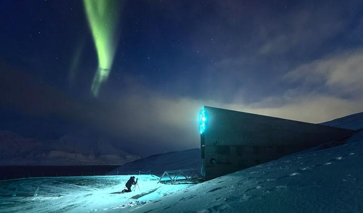 تماشای آسمان رنگارنگ در شمالی ترین منطقه مسکونی جهان