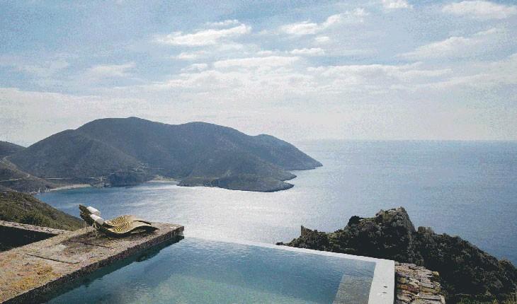 تاینارون بلو ریتریت ،  اقامتگاه سنگی در یونان