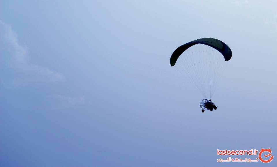پاراگلایدر سواری در غروب کویر یزد