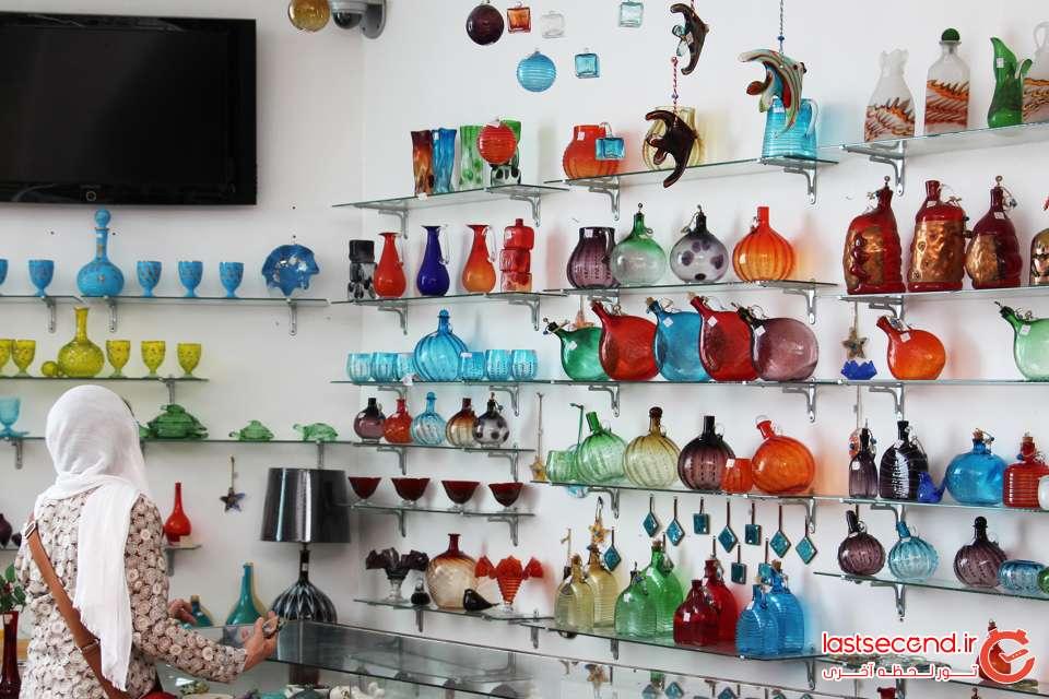 فروشگاه صنایع دستی در طبقه وسط خانه کسر