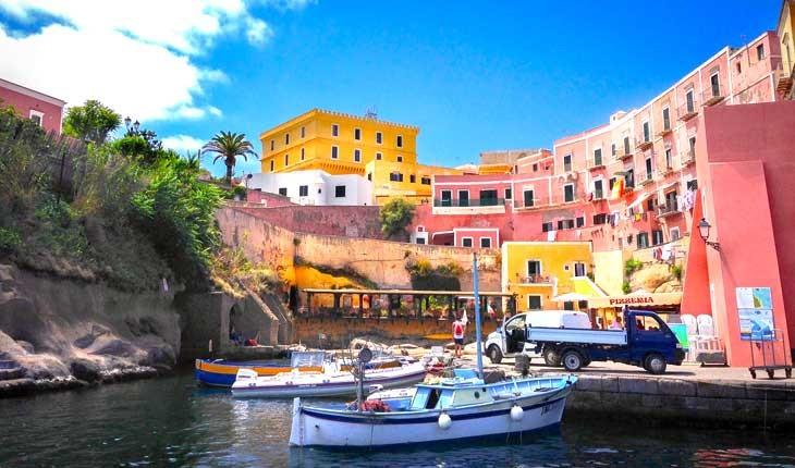 ونتوتن (Ventotene ) ، جزیره ای دورافتاده در ایتالیا 
