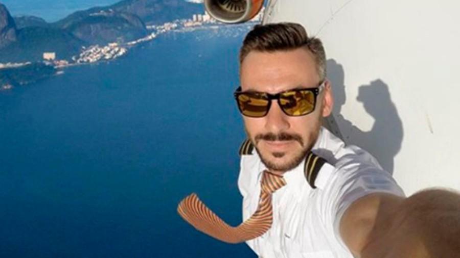 راز خلبانی که از پنجره هواپیما سلفی گرفت