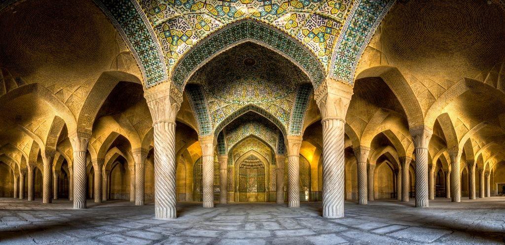 Vakil-mosque-shiraz-iran-5-1024x497.jpg