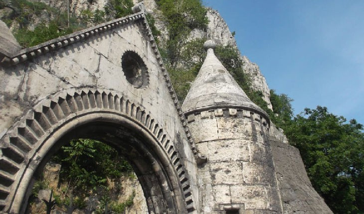 زیر شهر بوداپست چه خبر است؟ غار ها، کلیساها و پناهگاه های جنگ سرد