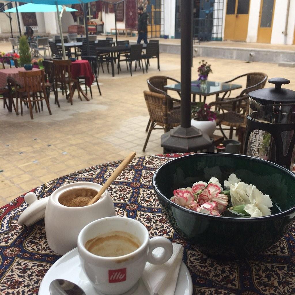 کافه مس و قالی
