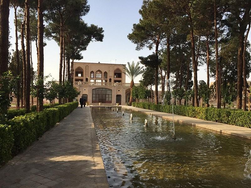 Dowlat Abad Garden (7).jpg