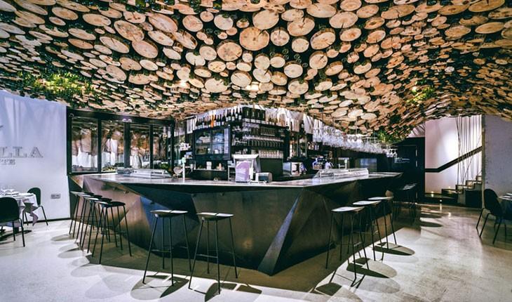 رستورانی با سقف درختی در اسپانیا 