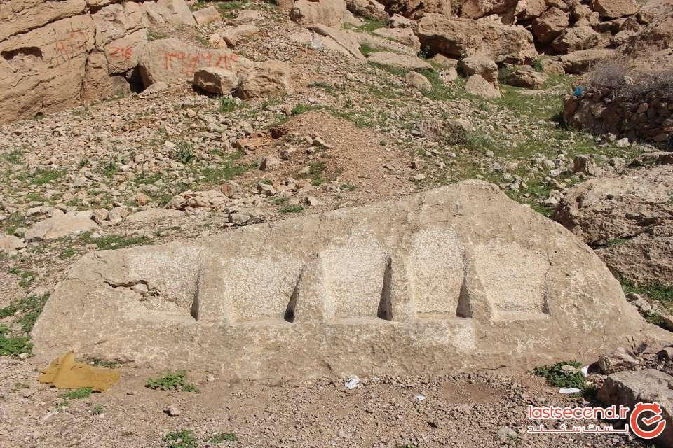 جایگاه تراشیده شده در سنگ برای نشستن