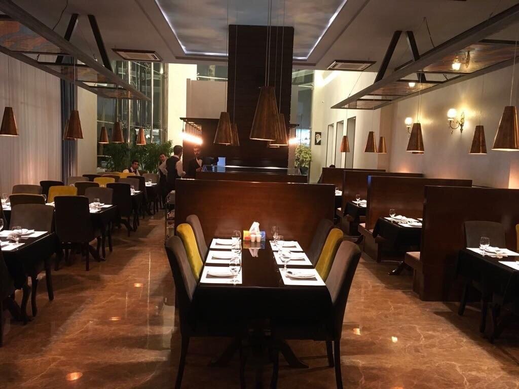 Mes Restaurant (11).jpg