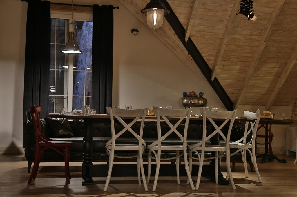 Gilaneh Restaurant (2).jpg
