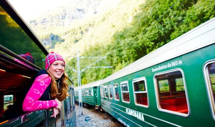 سفری لذت بخش با لوکسترین قطارها در میان زیباترین منظره ها
