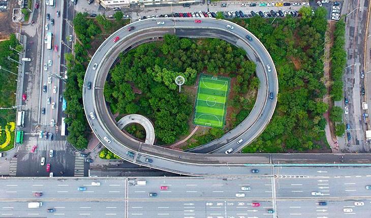 زمین های فوتبال در عجیب ترین نقاط جهان