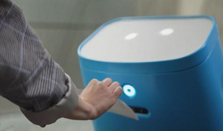رباتی که شما را در فرودگاه هدایت می کند