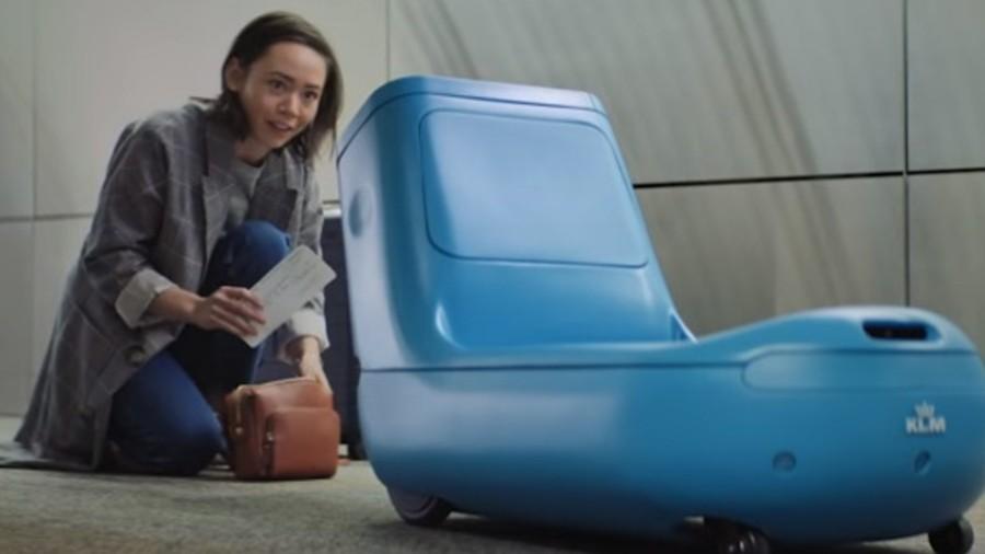 رباتی که در فرودگاه تمام وقت مراقب شماست