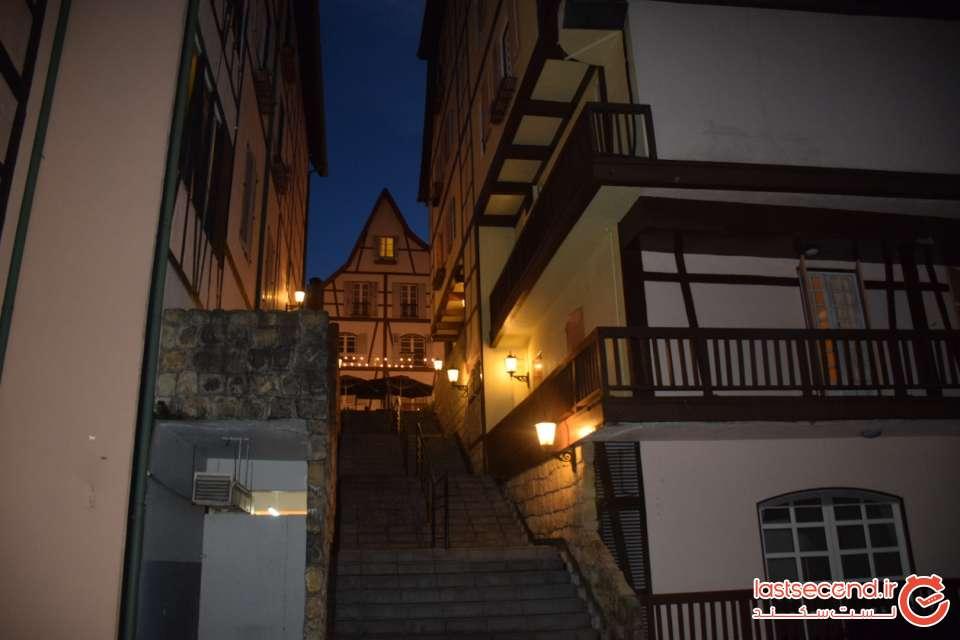 دهکده فرانسوی ها در شب