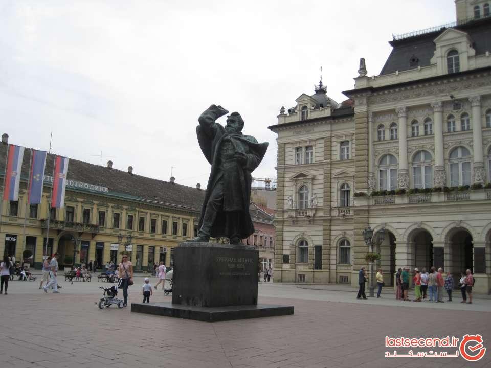 تصویر مجسمه ای بزرگترین سیاستمدار نووی ساد، سوتوثار میلتیک Svetozar Miletić