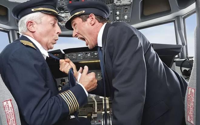 دعوا و کتک کاری خلبان و کمک خلبان هواپیمای عراقی حین پرواز