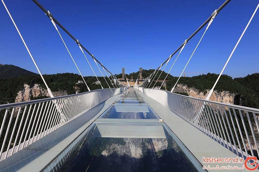 پل شیشهای دره ژانگجیاجی در چین