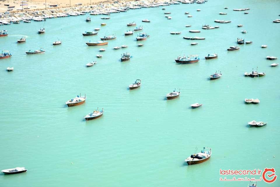 قایق های در حال استراحت در اسکله بریس