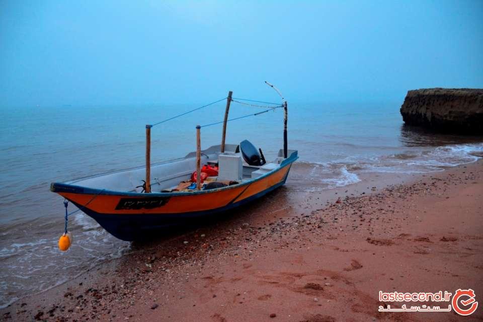 قایق ما در ساحل مفنق