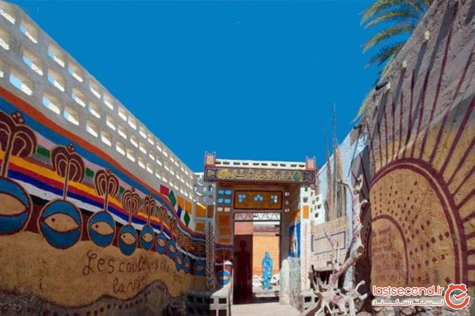 دیوارهای کوچه ی منتهی به موزه دکتر نادعلیان