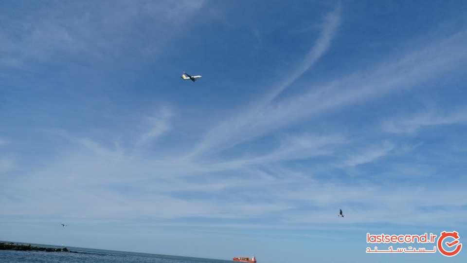 هواپیمای در حال فرود در فرودگاه ساحلی ترابزون